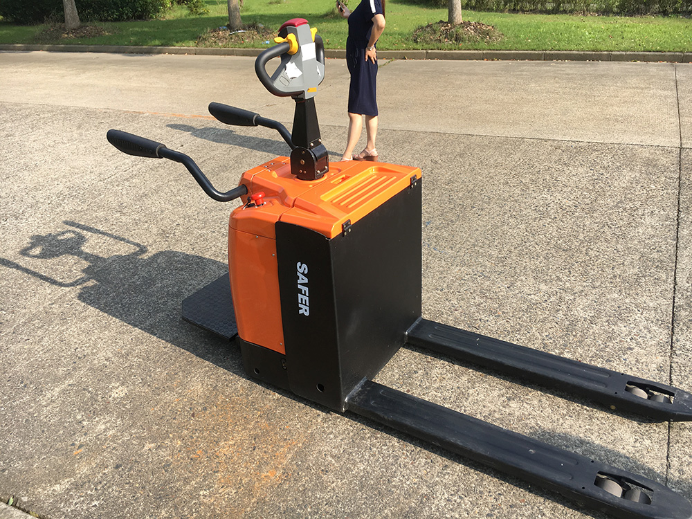 stand type electric pallet truck